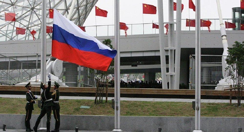 李克强:中俄既要推进航空航天合作 也要加强民间交流