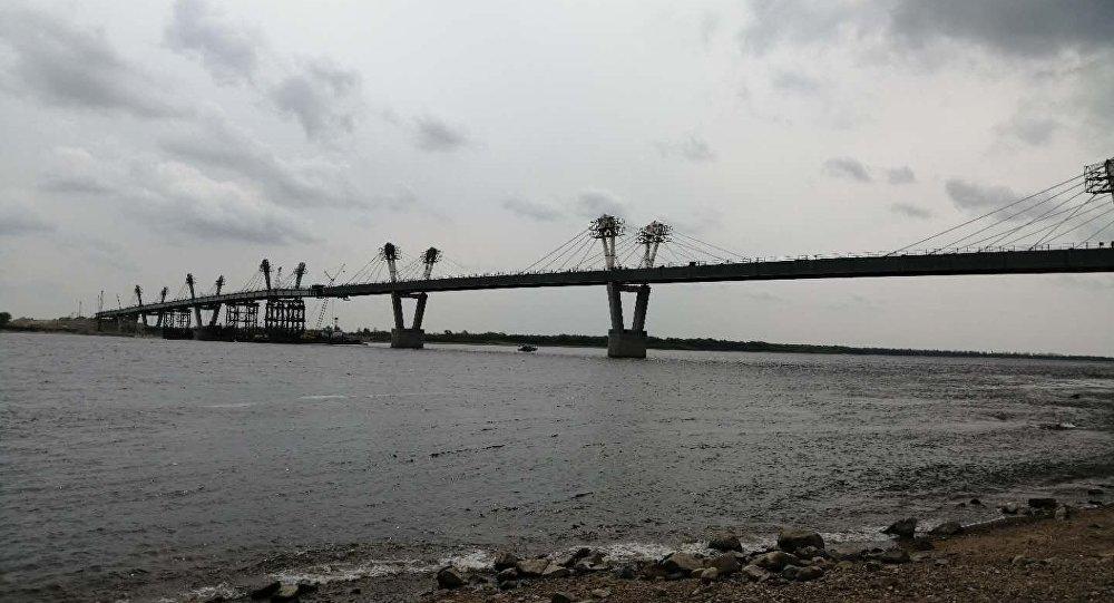 中俄黑龙江公路大桥进入冲刺阶段 双方对接仅剩6米