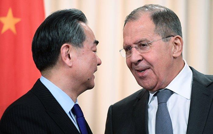 俄中两国外长在G20外长会议期间举行会谈