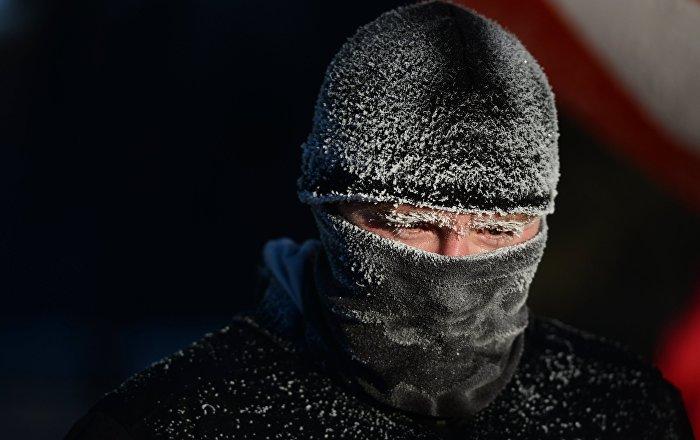 中俄2000人冒零下20度严寒跑马拉松庆新年